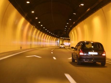 Près de Lyon : une voiture prend feu dans le tunnel de Caluire