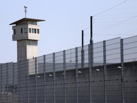Près de Lyon : quatre surveillants de prison blessés par un détenu