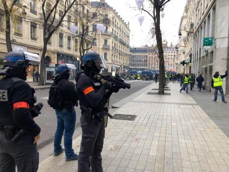 Les forces de l'ordre encore présentes en masse ce samedi - LyonMag.com
