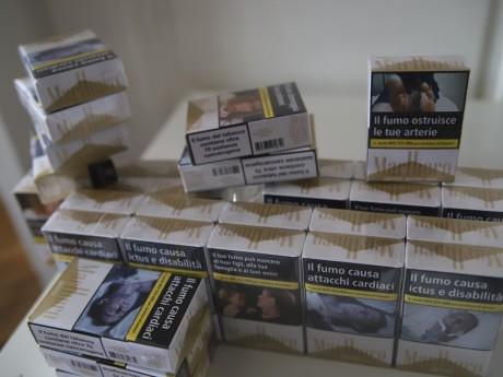 Près de Lyon: après une interpellation, les policiers découvrent plus de 900 paquets de cigarettes