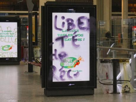 Manifestation place Carnot ce samedi pour lutter contre les écrans de publicités dans les espaces publics
