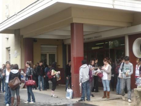 Portiques de sécurité dans les lycées : les Jeunes Socialistes du Rhône montent au créneau