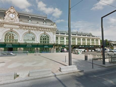 C'est sur la place Jules Ferry que la scène s'est déroulée ce samedi matin - DR