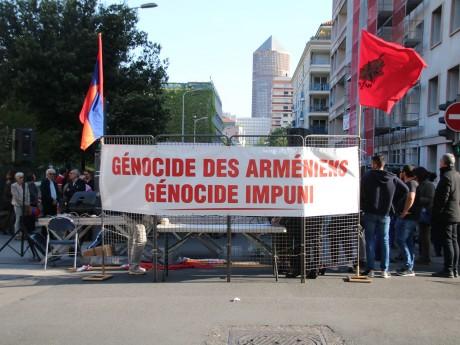 Lyon : manifestation en souvenir du génocide arménien avant une cérémonie