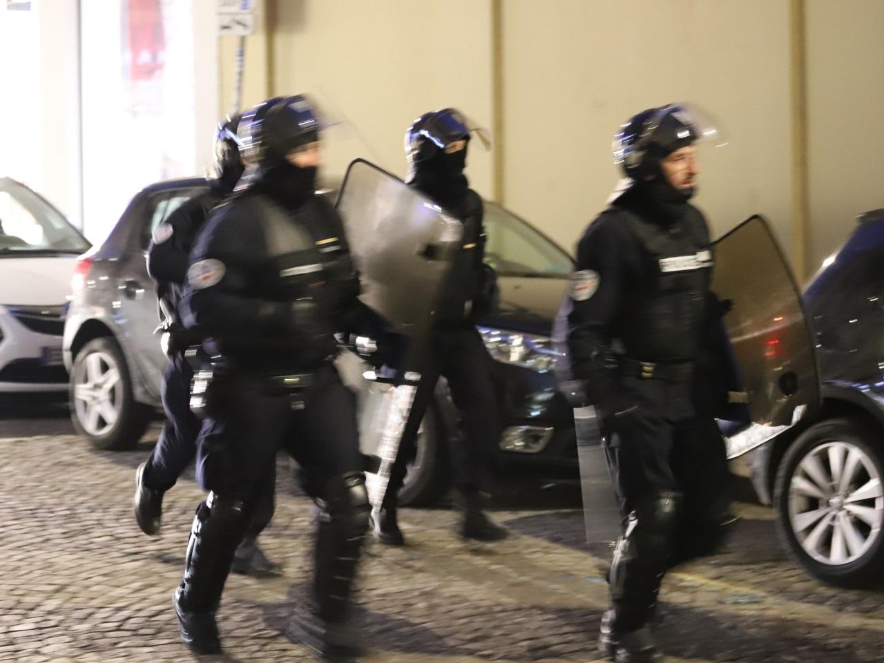 Victoire De Lalgérie à La Can Deux Policiers Blessés Et