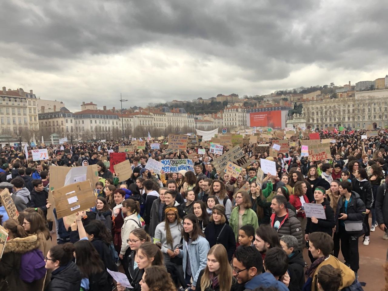 Lyon : marche mondiale contre Bayer et Monsanto