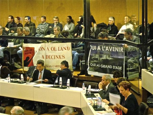 """Grand Stade de l'OL : l'opposition communautaire dénonce """"un traitement de faveur"""""""