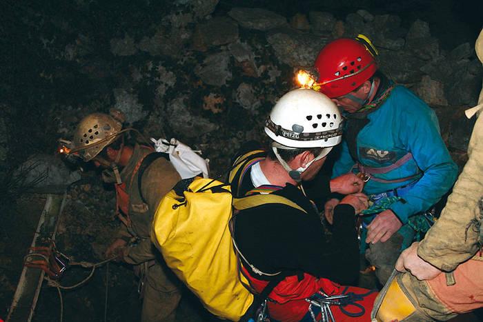 Une spéléologue lyonnaise passe 24 heures sous terre
