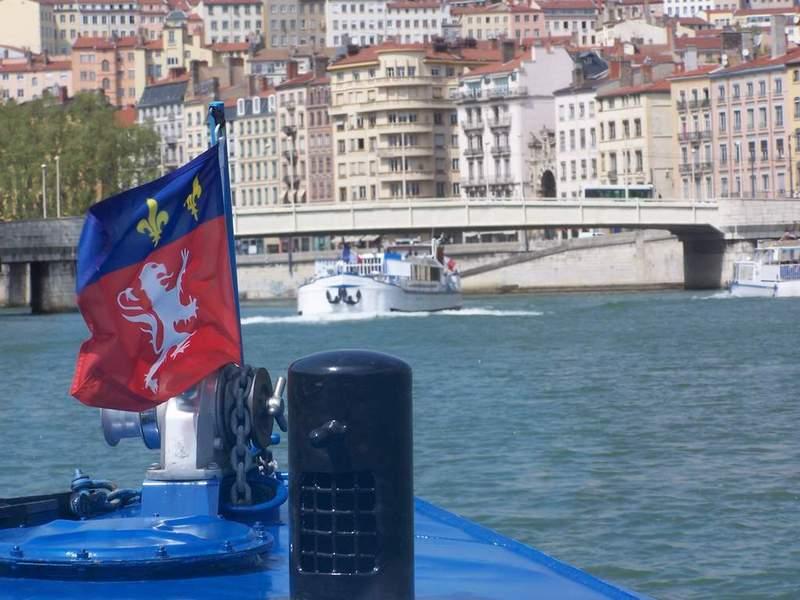 Un policier sauve un désespéré qui venait de se jeter dans la Saône