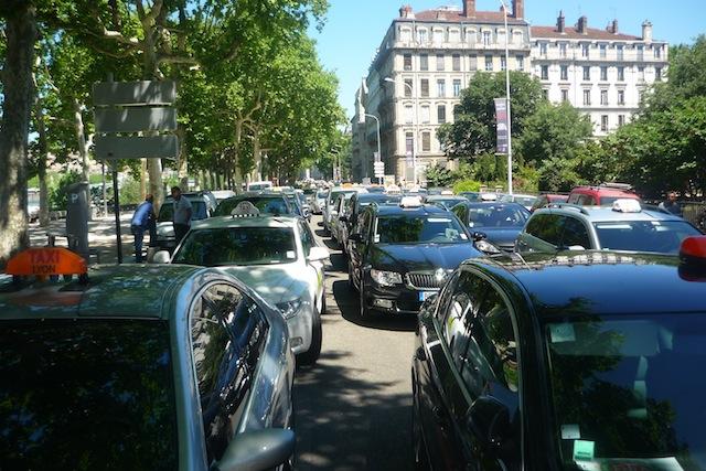 Lyon : la manifestation des taxis est finalement annulée