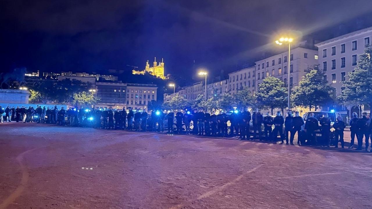 Lyon : l'hommage des policiers à Éric, le fonctionnaire abattu mercredi à Avignon