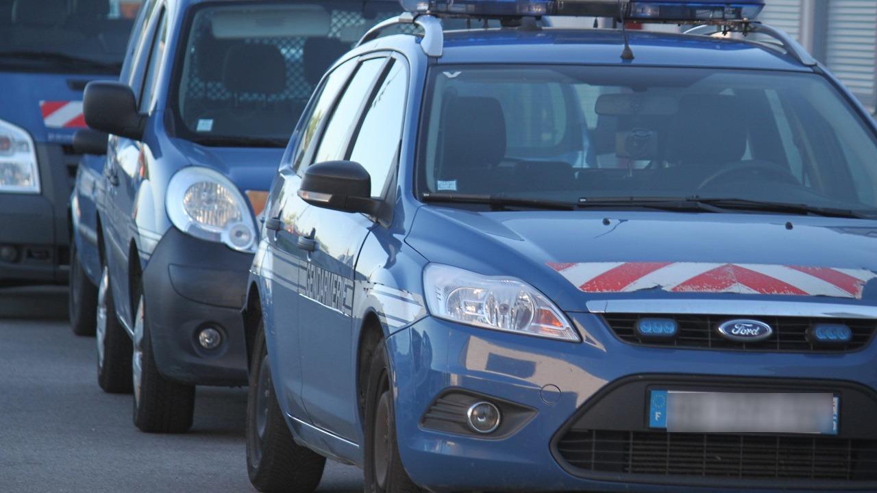 Près de Lyon : les gendarmes lui demandent de vider ses poches, il sort son sexe