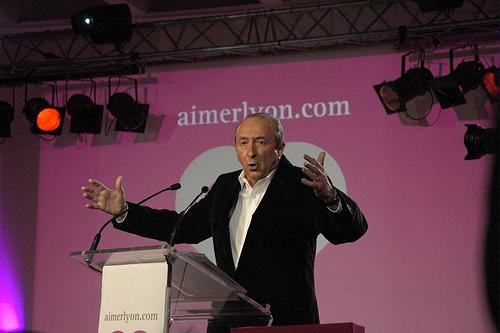 Gérard Collomb est également auteur