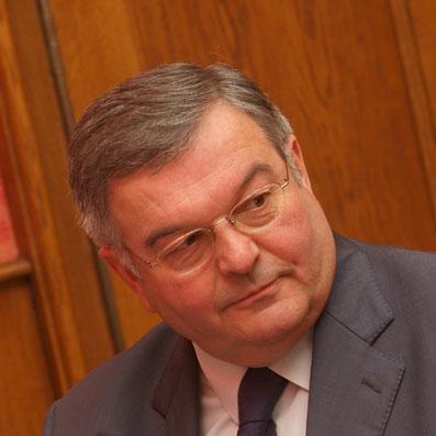 Mercier et ses vice-présidents élus par une majorité divisée
