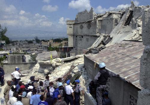 Cinq pompiers lyonnais devraient partir dès vendredi à Haïti