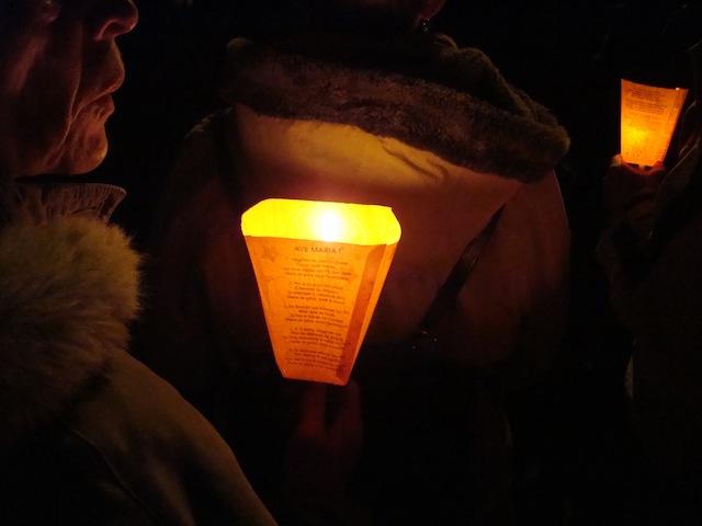 Fête des Lumières : plus d'un millier de personnes pour la grande procession aux flambeaux