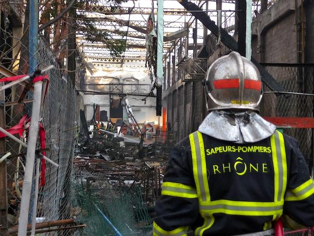 Un incendie a détruit une partie de l'ancienne friche RVI