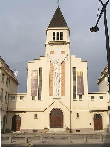 43 Roms logés dans une église de Gerland