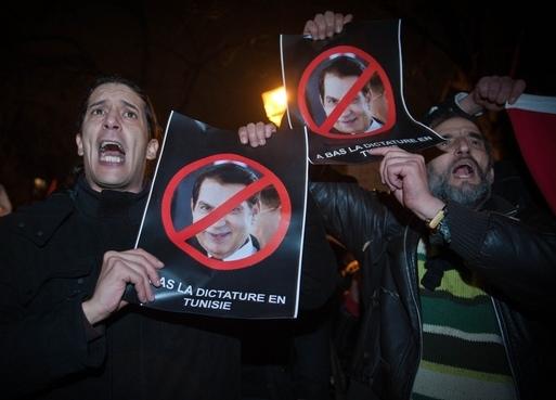 Une manifestation de soutien aux peuples tunisien et algérien