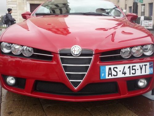 Des voitures de luxe vendues aux enchères samedi à Lyon
