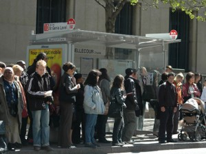 Deux jeunes ont été interpellés mercredi soir à un arrêt de bus dans le 2e arrondissement