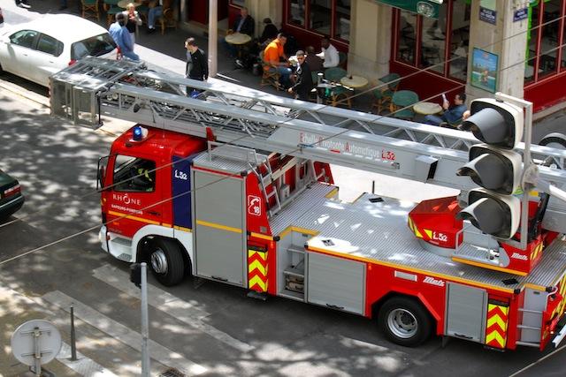 Lyon : un homme gravement blessé au visage lors d'un incendie