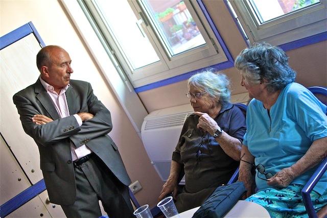 Canicule : Collomb prend le frais avec les seniors lyonnais