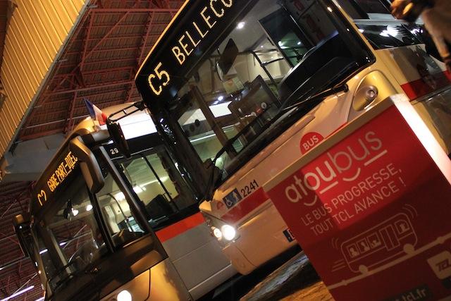 Lundi matin, au dépôt Alsace des TCL, Le C2 et le C5 s'apprêtent à rejoindre le nouveau réseau de surface des TCL, baptisé Atoubus - LyonMag