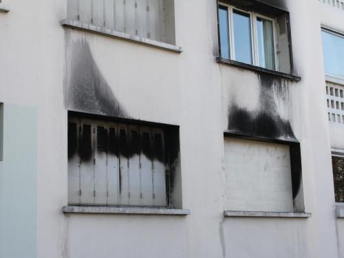 Il met le feu à l'appartement de sa mère
