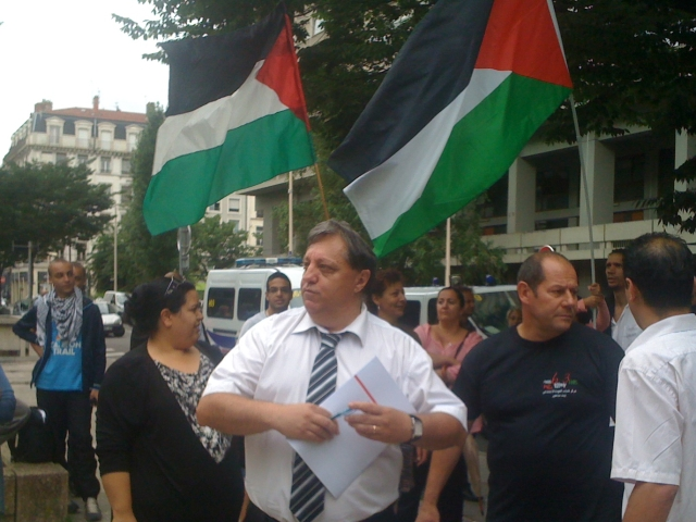 Le drapeau palestinien sur le fronton de la mairie de Vaulx-en Velin va devoir être retiré