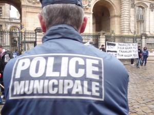 Le poste de police du 4e arrondissement vandalisé