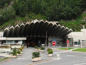 Le tunnel du Mont-Blanc est actuellement fermé aux poids-lourds