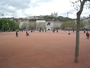 Lyon célèbre le monde sur la place Bellecour