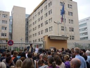 Manifestation de parents d'enfants sourds mercredi matin devant le rectorat de Lyon