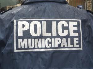 Quatre mineurs interpellés dimanche après des dégradations sur des voitures