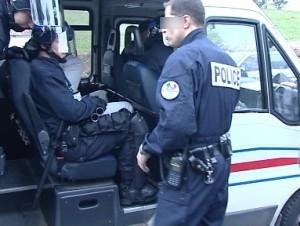 Trois policiers blessés lors d'une course poursuite