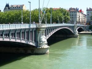 Une bombe d'aviation sera extraite du Rhône vendredi