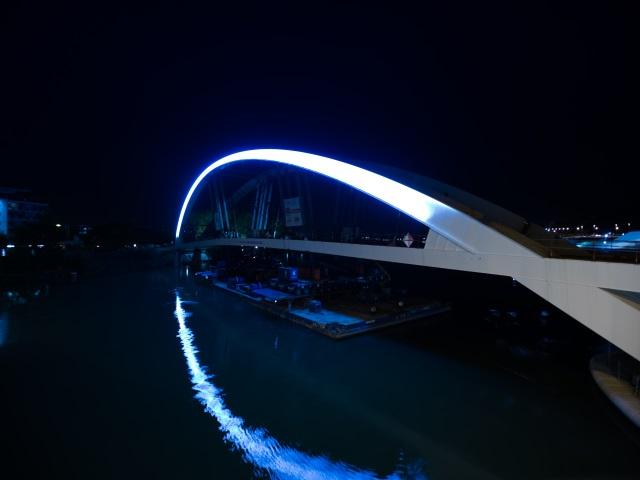 Surprise la nuit, le pont s'illumine - DR Nicolas Robin