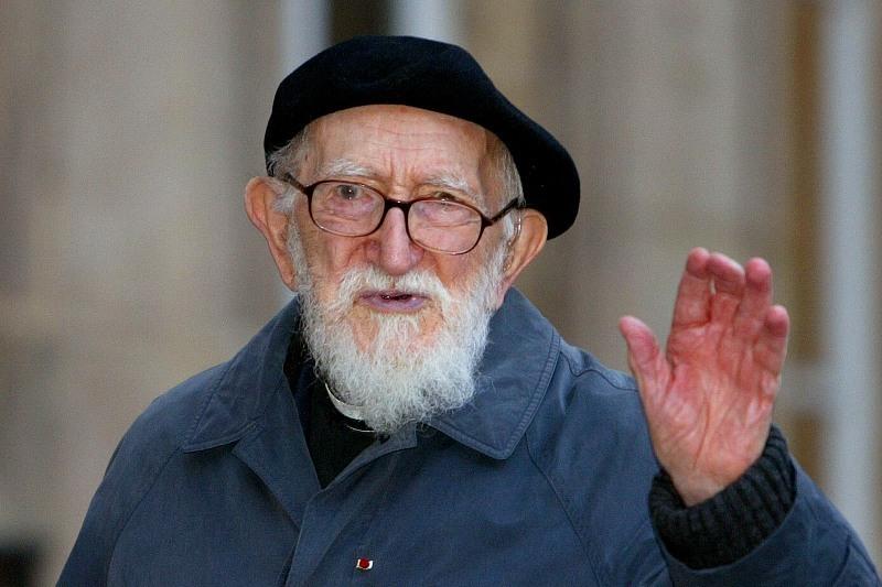 L'Abbé Pierre, fondateur d'Emmaüs, aurait eu 100 ans