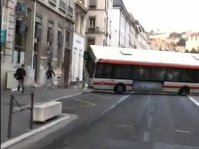Que sont-ils devenus ? Le créateur de la vidéo du faux accident de bus TCL