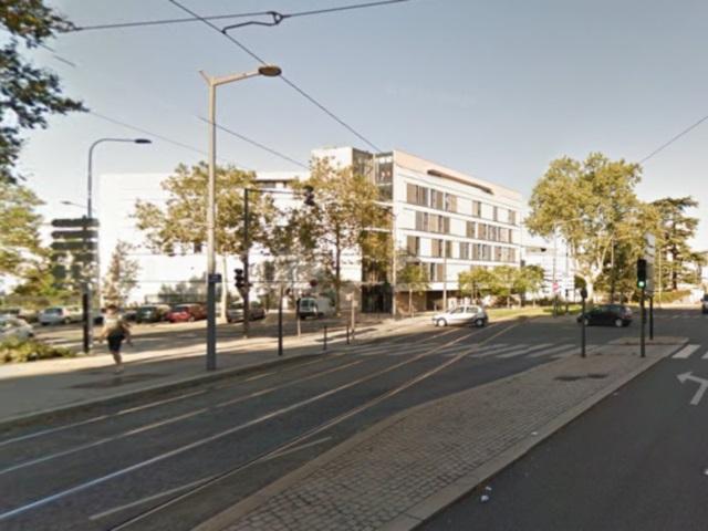 Lyon : un piéton se jette sous le tram avenue Rockefeller