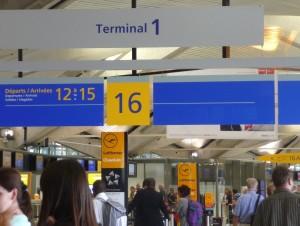 Lyon St-Exupéry  fait prendre l'avion sans passer par les files d'attente
