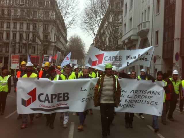 Entre 600 et 1000 agents du bâtiment sèment la pagaille dans Lyon