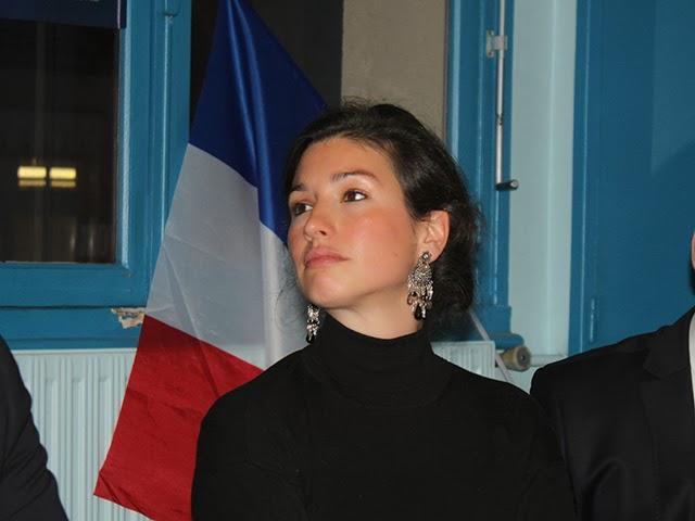 """Convoquée par la police, Agnès Marion (FN) se plaint de la """"sensibilité de jeune fille"""" de Manuel Valls"""