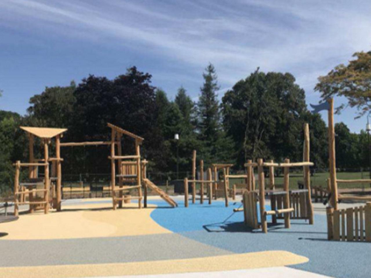 deux nouvelles aires de jeux au parc de la t te d or. Black Bedroom Furniture Sets. Home Design Ideas