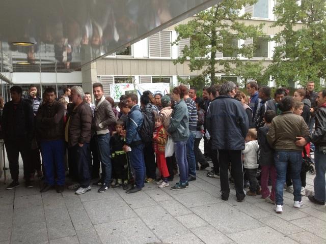 Les 300 Albanais de l'autopont de Perrache hébergés à Oullins cet hiver