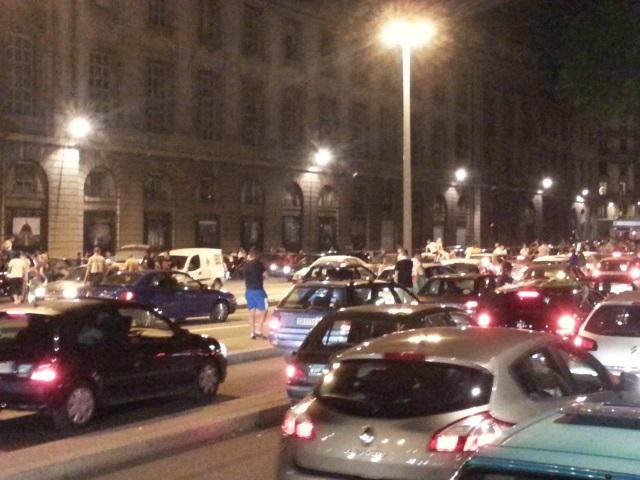 De nombreux véhicules vers l'Hôtel Dieu après la victoire de l'Algérie - LyonMag