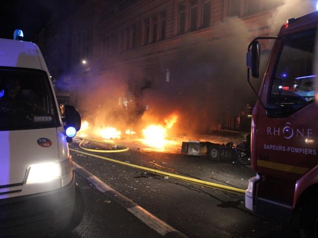Les pompiers ont été mobilisés toute la soirée, et parfois caillassés - LyonMag
