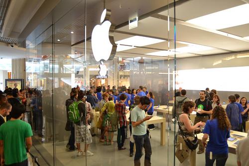 Apple Store de Lyon : ce qu'il faut savoir pour postuler à la Confluence