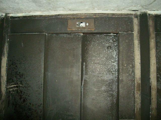 L'ascenseur calciné du 2 allée Clouzot à Villeurbanne - Photo Lyonmag.com
